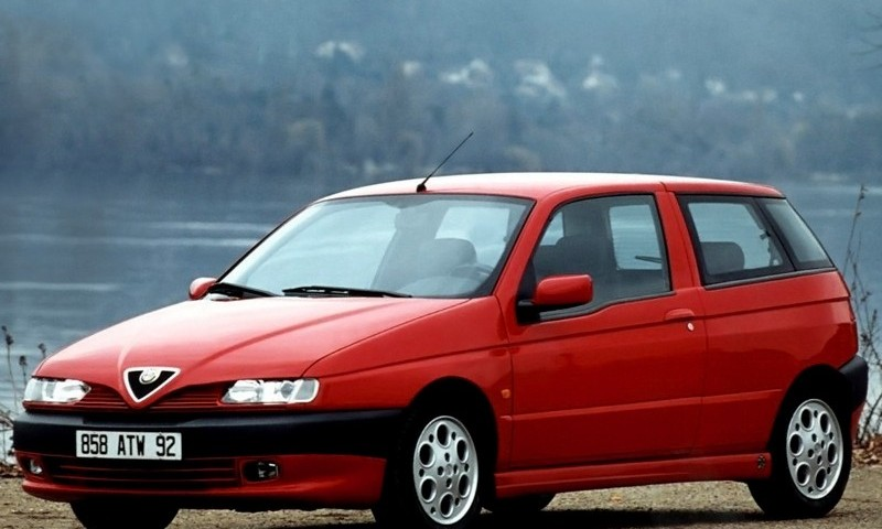 alfa romeo 145 3 door hatchback 1994 1999 reviews technical data prices. Black Bedroom Furniture Sets. Home Design Ideas