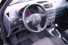 Alfa Romeo 147 hatchback photo image 11