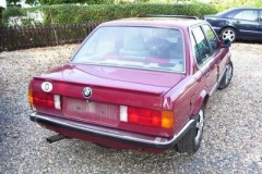 BMW 3 series E30 sedan photo image 4