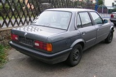 BMW 3 series E30 sedan photo image 14