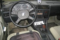 BMW 3 series E30 sedan photo image 13