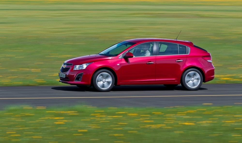 Chevrolet Cruze Hatchback 2011 2012 Reviews Technical Data Prices