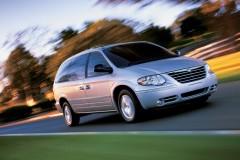 Chrysler Town & Country minivan photo image 1