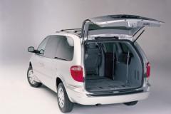 Chrysler Town & Country minivan photo image 2