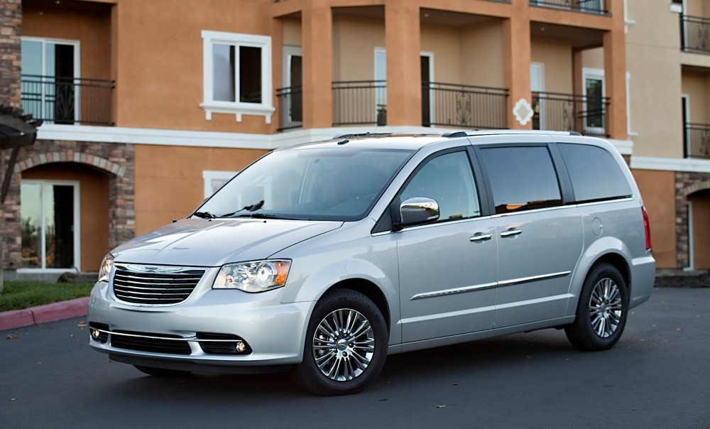 Chrysler Town & Country 2008 foto attēls