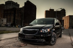 Chrysler Town & Country minivena foto attēls 12