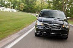 Chrysler Town & Country minivena foto attēls 5