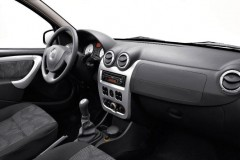 Dacia Sandero hatchback photo image 2