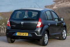 Dacia Sandero hatchback photo image 3