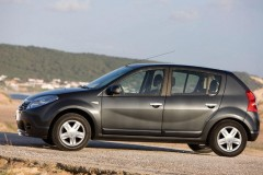 Dacia Sandero hatchback photo image 11