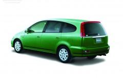 Honda Stream minivena foto attēls 3