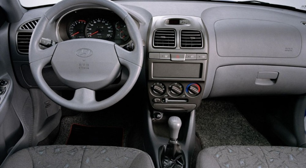 Hyundai Accent 3 Door Hatchback Photo Image 5
