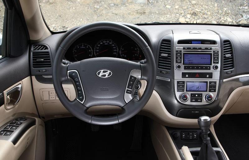 Hyundai Santa FE 2010 - 2012 reviews, technical data, prices