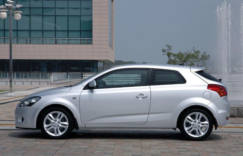 kia ceed 3 door hatchback 2007 2010 reviews technical data prices. Black Bedroom Furniture Sets. Home Design Ideas