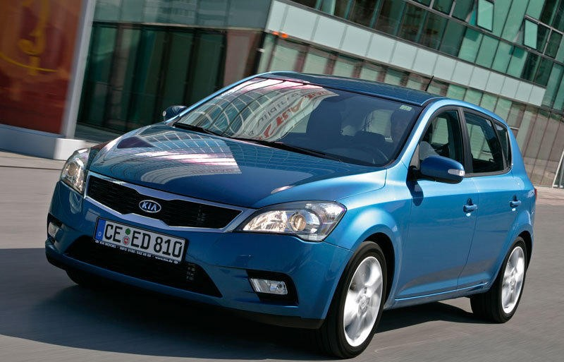 kia ceed hatchback 2010 2012 reviews technical data prices. Black Bedroom Furniture Sets. Home Design Ideas