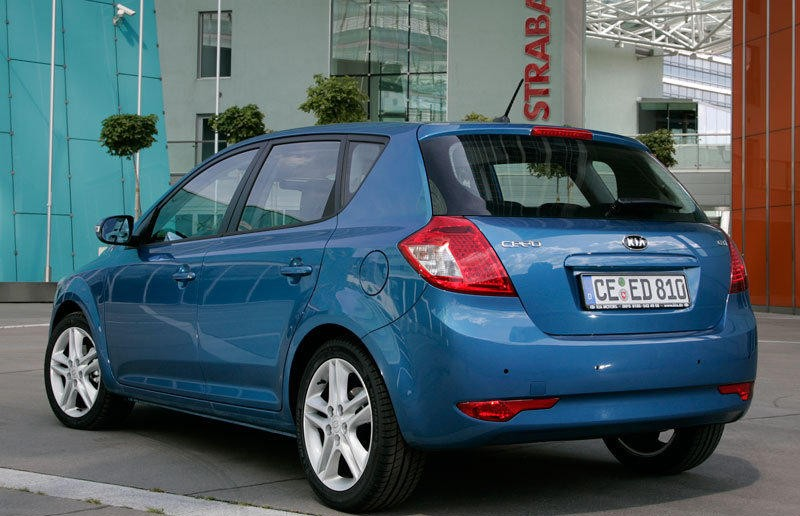 Kia Ceed Hatchback 2010 2012 Reviews Technical Data Prices