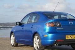Zila Mazda 3 sedana aizmugure