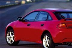 Mazda 323 hečbeka foto attēls 1