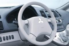 Mitsubishi Grandis minivena foto attēls 8