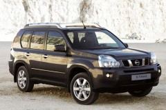 Nissan X-Trail no sāniem