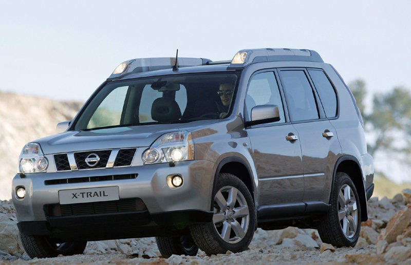 Nissan X-Trail 2010 - 2014 reviews, technical data, prices on