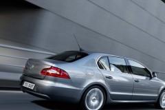 Skoda Superb sedan photo image 7