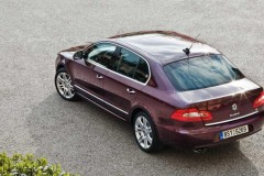 Skoda Superb sedan photo image 4