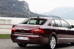 Skoda Superb sedan photo image 12