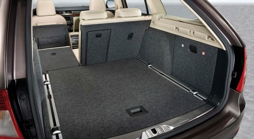 Skoda Superb Estate Car Wagon 2010 2013 Reviews Technical Data