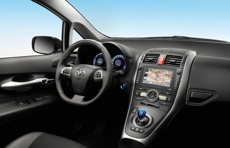 Toyota Auris Hatchback 2010 2013 Reviews Technical Data Prices