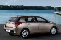 Toyota Auris hečbeka foto attēls 13