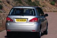 Toyota Avensis Verso minivan foto 8