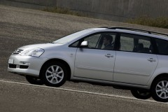 Toyota Avensis Verso minivan foto 5