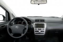 Toyota Avensis Verso minivan foto 7