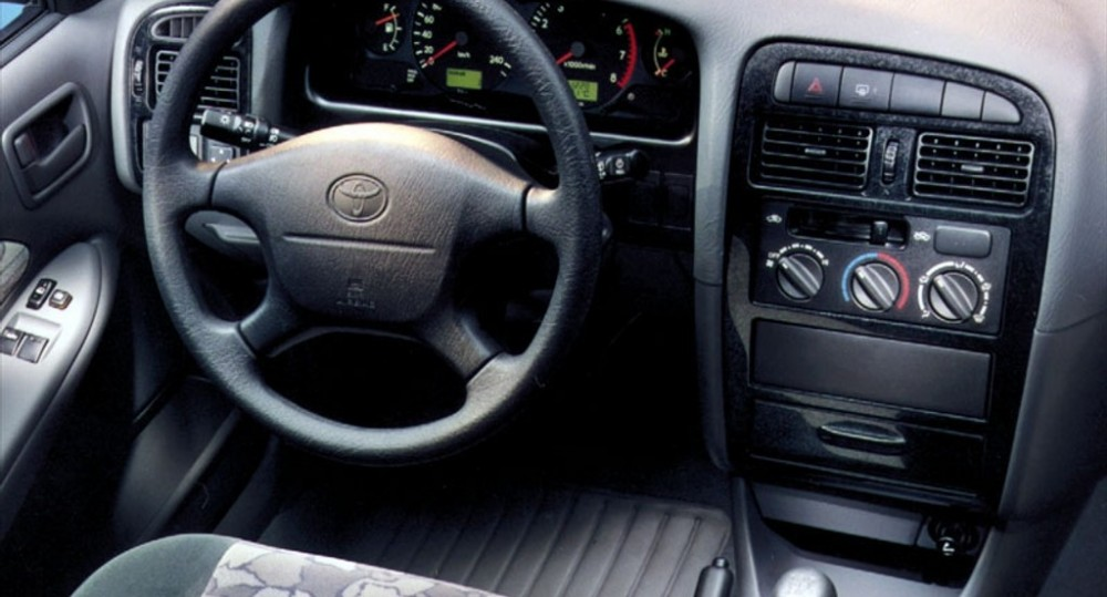 Toyota Avensis T22 Hatchback 2000 2003 Reviews