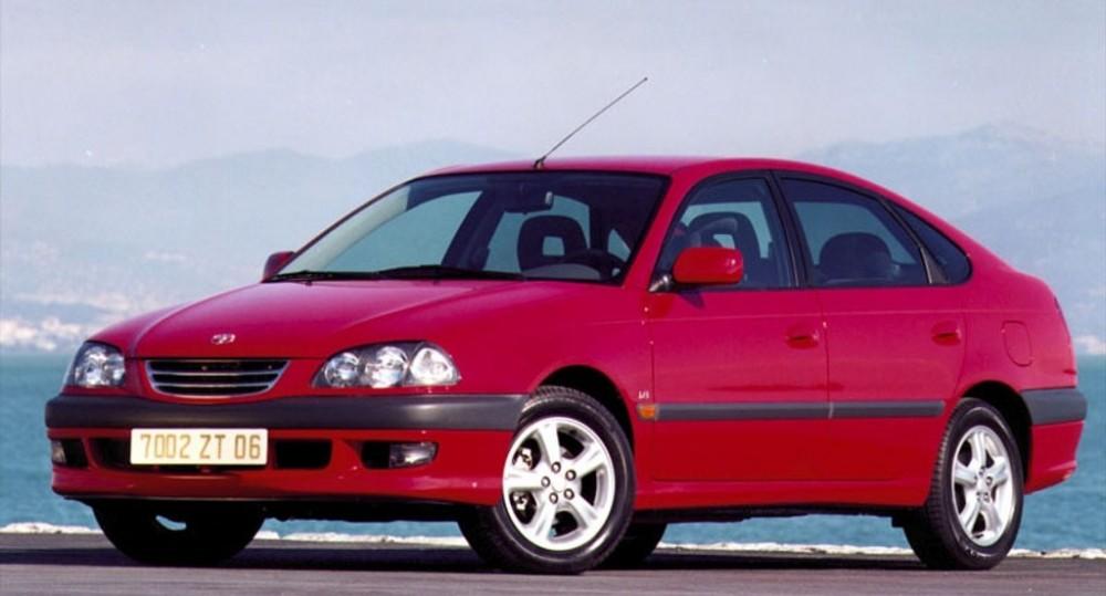 toyota avensis t22 hatchback 2000