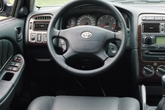 Toyota Avensis sedana foto attēls 2