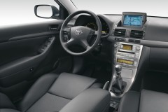 Toyota Avensis T25 hatchback photo image 2