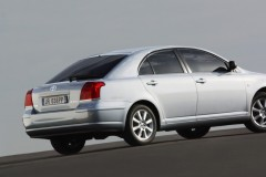 Toyota Avensis T25 hatchback photo image 6