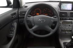 Toyota Avensis sedana foto attēls 3