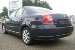 Toyota Avensis sedan photo image 1
