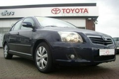 Toyota Avensis sedan photo image 17