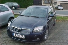 Toyota Avensis sedan photo image 2