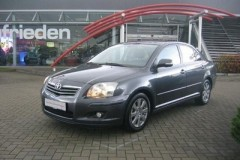 Toyota Avensis sedan photo image 6