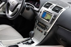 Toyota Avensis sedana foto attēls 8