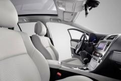 Toyota Avensis sedana foto attēls 5