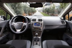 Toyota Avensis sedana foto attēls 4