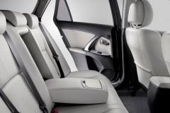 Toyota Avensis sedana foto attēls 14