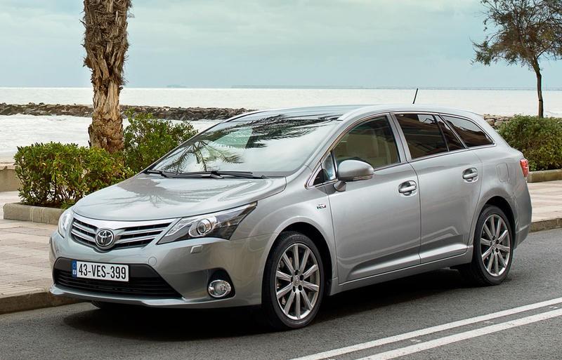 Toyota Avensis 2012 foto attēls