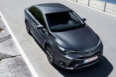 Toyota Avensis sedana foto attēls 6